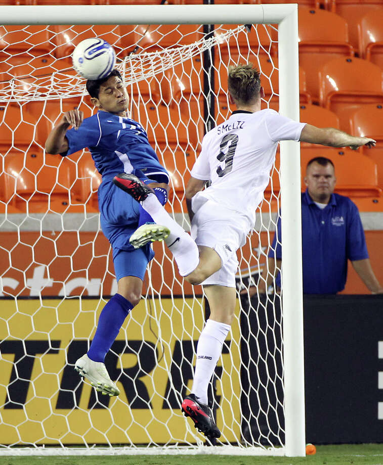 Victor Samuel Turcios Morales, of El Salvador, left, stops New Zealand's Shane Smeltz from heading a ball into the goal during the first half of an international friendly game, Wednesday, May 23, 2012, in BBVA Compass Stadium in Houston. Photo: Nick De La Torre, Houston Chronicle / © 2012  Houston Chronicle