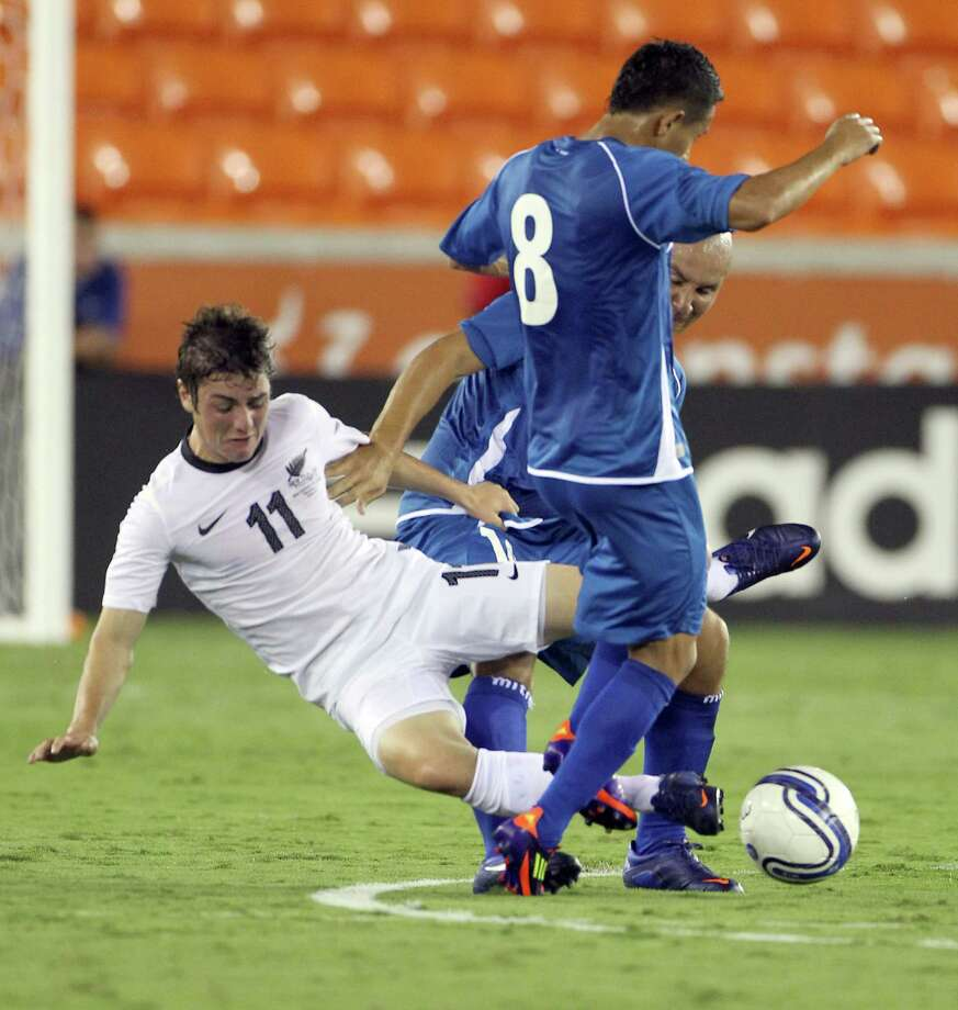 New Zealand's Marco Rojas (11), gets tangled up with El Salvador's William Osael Romero (8) and Dennis Jonathan Alas Morales during the first half of an international friendly game, Wednesday, May 23, 2012, in BBVA Compass Stadium in Houston. Photo: Nick De La Torre, Houston Chronicle / © 2012  Houston Chronicle