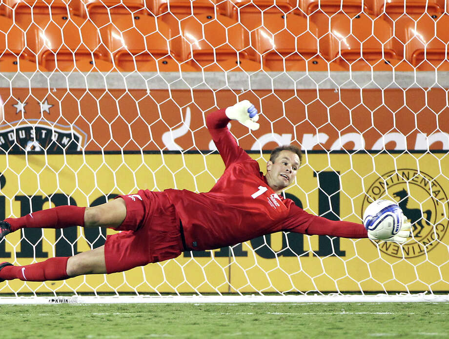 New Zealand goal keeper Mark Paston keeps a ball from going into the goal during the second half of an international friendly game against El Salvador, Wednesday, May 23, 2012, in BBVA Compass Stadium in Houston. Photo: Nick De La Torre, Houston Chronicle / © 2012  Houston Chronicle