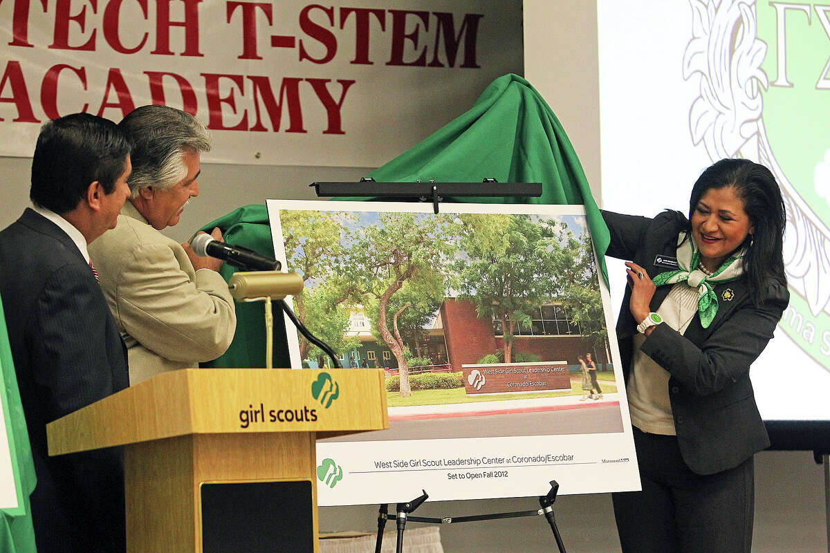 Rose González Pérez is assisted by Councilman Ray Lopez as she unveils a sketch of the West Side Girl Scout Leadership Center.