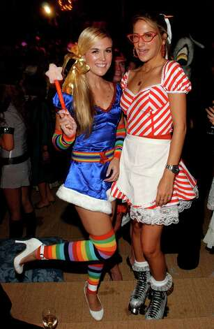 NEW YORK - OCTOBER 29: Tinsley Mortimer (L) and Minnie Mortimer (R) pose for a photo at the Fendi 80th Anniversary Party Hosted By Karl Lagerfeld on October 29, 2005 in New York City. (Photo by Andrew H. Walker/Getty Images) *** Local Caption *** Tinsley Mortimer;Minnie Mortimer Photo: Andrew H. Walker / Getty Images North America