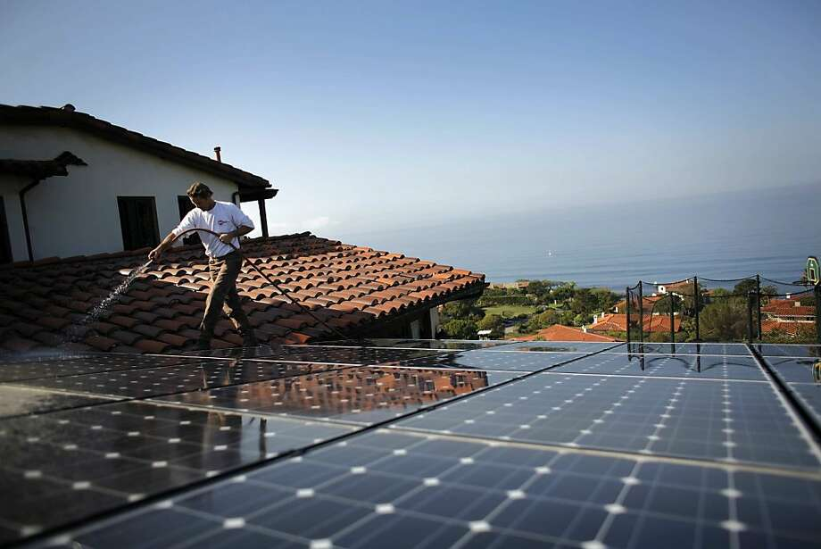Under the California Public Utilities Commission ruling, more homeowners and businesses with solar panels can cut their utility bills by receiving credit for any excess electricity they send to the state's power grid. Photo: Jay L. Clendenin, MCT