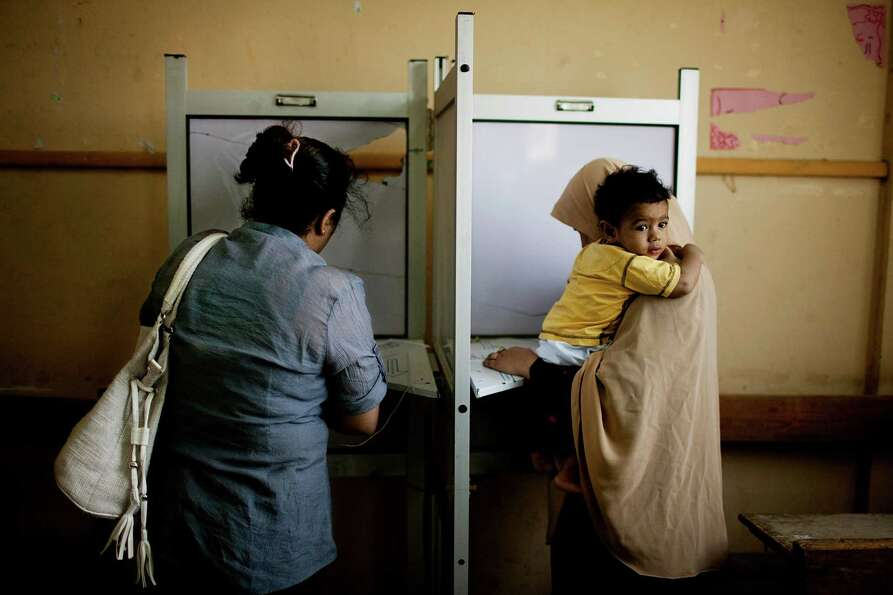 Female Egyptian voters cast their votes during the second day of presidential elections in the Matar