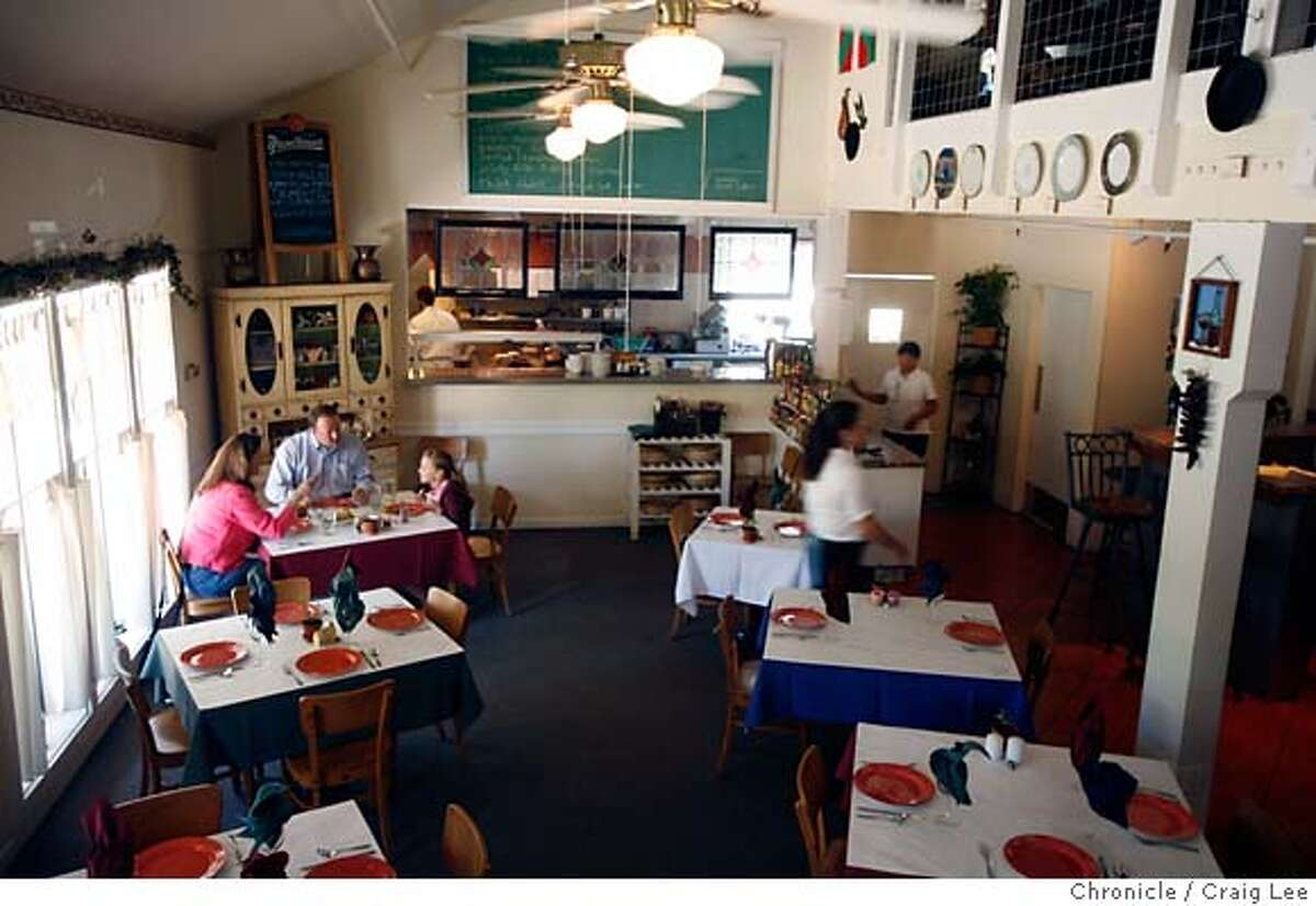 UPDATE08_DUCE_011_cl.JPG Update photo for a restaurant review on Doce Lunas in Kenwood. Photo of their dining interior. Event on 8/2/07 in Kenwood. photo by Craig Lee / The Chronicle MANDATORY CREDIT FOR PHOTOG AND SF CHRONICLE/NO SALES-MAGS OUT