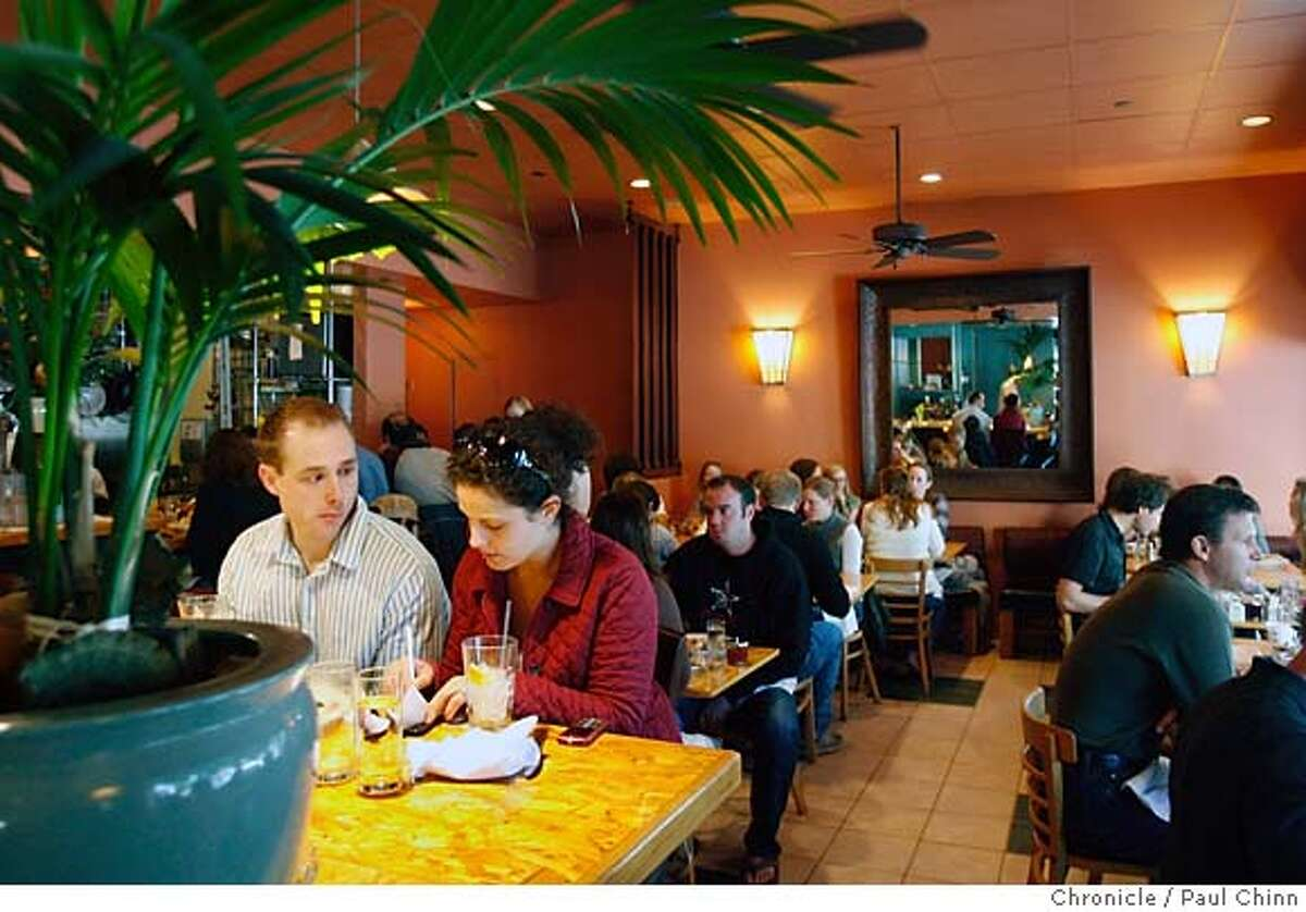 Diners enjoy the brunch at Ella's restaurant at Presidio and California Streets in San Francisco, Calif. on Saturday, Nov. 18, 2006. PAUL CHINN/The Chronicle MANDATORY CREDIT FOR PHOTOGRAPHER AND S.F. CHRONICLE/ - MAGS OUT