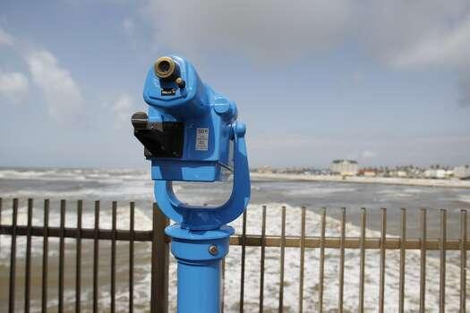 The Pleasure Pier offers a good view of the shoreline. Photo: Karen Warren, Houston Chronicle