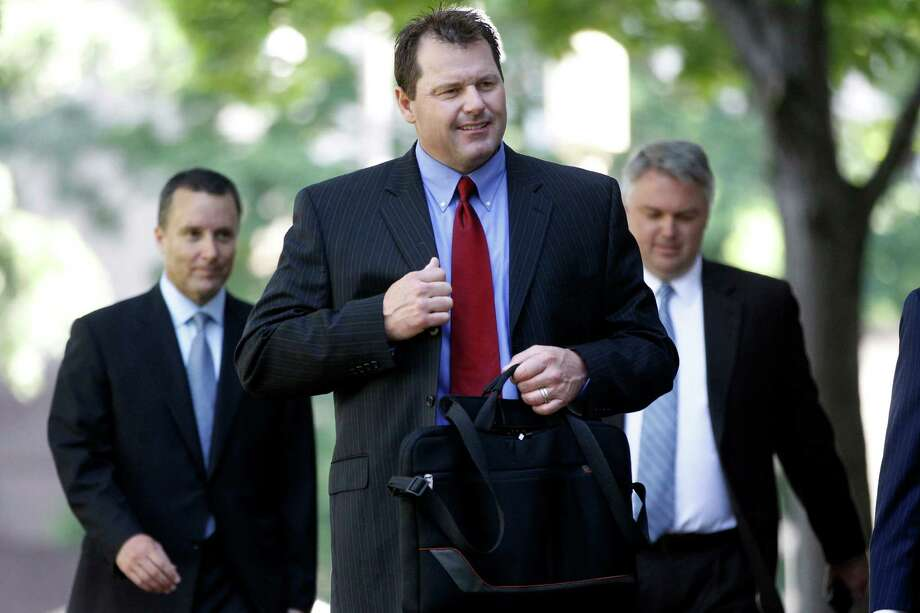 Former Major League Baseball pitcher Roger Clemens, center, arrives at federal court in Washington in Washington, Thursday, May 24, 2012. Photo: AP