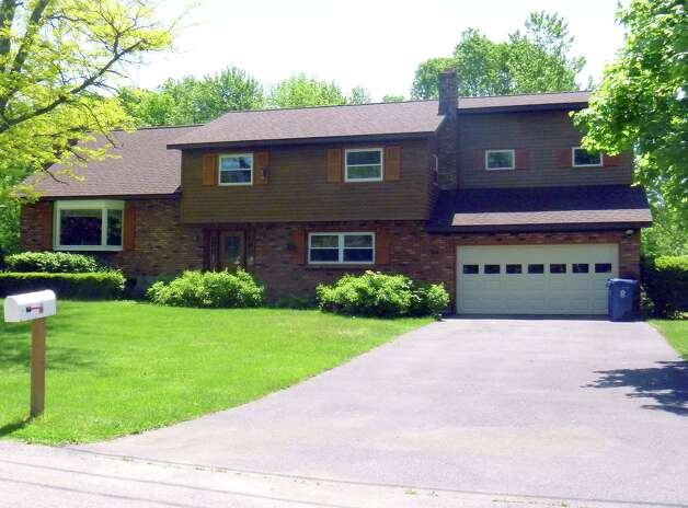 Neighborhoods bonny view manor glenville times union for How many square feet is a two car garage