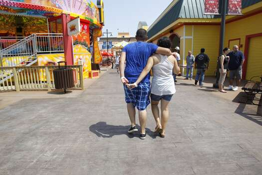 Strolling on the Pleasure Pier. Photo: Karen Warren, Houston Chronicle