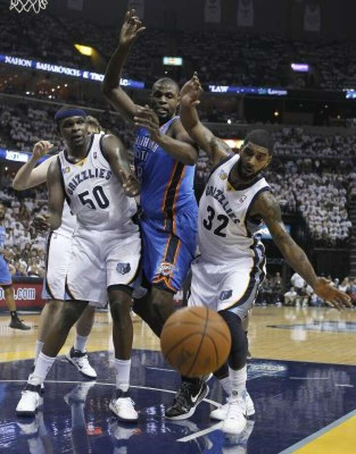 Memphis Grizzlies forward Zach Randolph (50), Oklahoma City Thunder center Nazr Mohammed, and Grizzlies guard O. J. Mayo (32) watch the ball go out of bounds during the first half of Game 6 of a second-round NBA basketball playoff series on Friday, May 13, 2011, in Memphis, Tenn. (AP Photo/Lance Murphey) (AP)