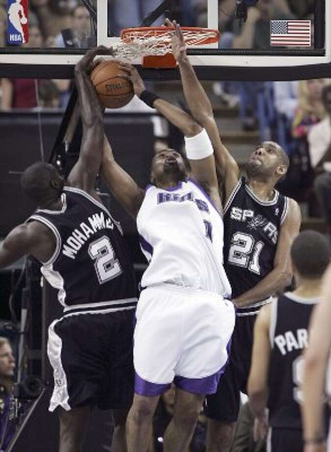 Spurs' Tim Duncan (21) and Nazr Mohammed (02) attempt to block a shot by Sacramento Kings' Kenny Thomas (09) in the second half of game 3 of the first round of the 2006 NBA Western Conference playoff game in Sacramento on Friday, April 28, 2006. (Kin Man Hui/staff) (KIN MAN HUI / SAN ANTONIO EXPRESS-NEWS)