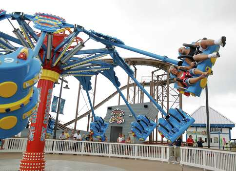 The Sky Shooter ride at the new Pleasure Pier. Photo: Karen Warren, Houston Chronicle / © 2012  Houston Chronicle