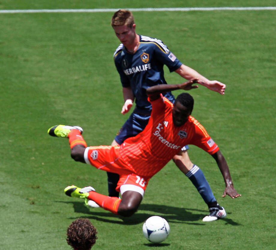 The Houston Dynamo's Je-Vaughn Watson left, and the Los Angeles Galaxy' Bryan Gaul during the first half of MLS game action at BBVA Compass Stadium Saturday, May 26, 2012, in Houston. Photo: James Nielsen, Chronicle / © Houston Chronicle 2012