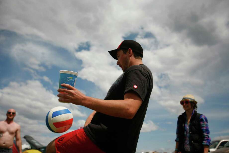 Concert attendees play volleyball at the campground. Photo: SOFIA JARAMILLO / SEATTLEPI.COM