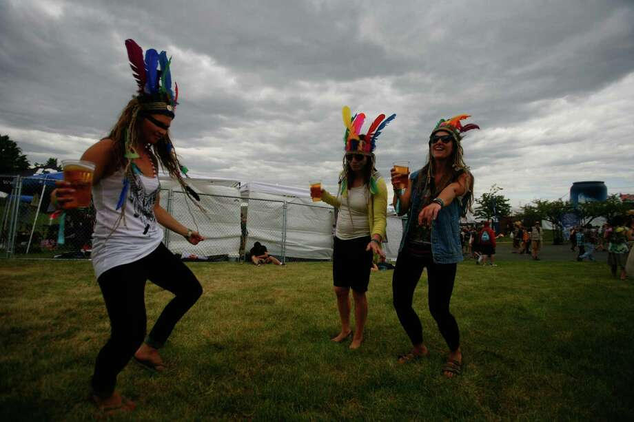 Concert attendees dance. Photo: SOFIA JARAMILLO / SEATTLEPI.COM