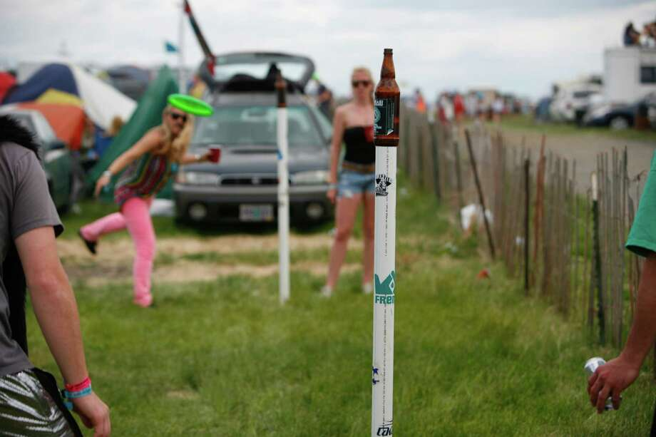 Concert attendees play beersbee, a came of frisbee and beer, at the campground. Photo: SOFIA JARAMILLO / SEATTLEPI.COM