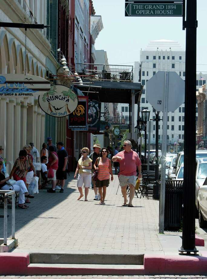 Sunshine draws weekend visitors to the historic Strand district. Photo: James Nielsen / © Houston Chronicle 2012