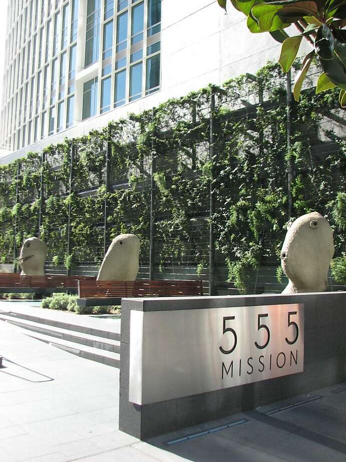 The public plaza at 555 San Francisco is one of the city's best, thanks in large part to the goofy trio of surrealistic sculpture heads by Ugo Rondinone Photo: John King