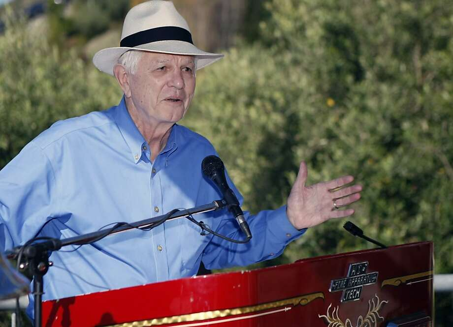 Berkeley Mayor Tom Bates speaks at the 20th anniversary of the Oakland Hills Firestorm in Oakland. Photo: Tim Maloney, The Chronicle