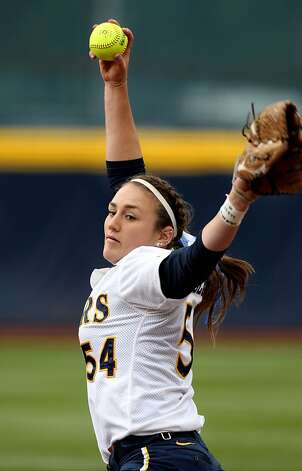 University of California starting pitchers Jolene Henderson throws to the Washington Huskies in the first inning of their NCAA Super Regional game Saturday, May 26, 2012 in Berkeley Calif. Photo: Lance Iversen, The Chronicle