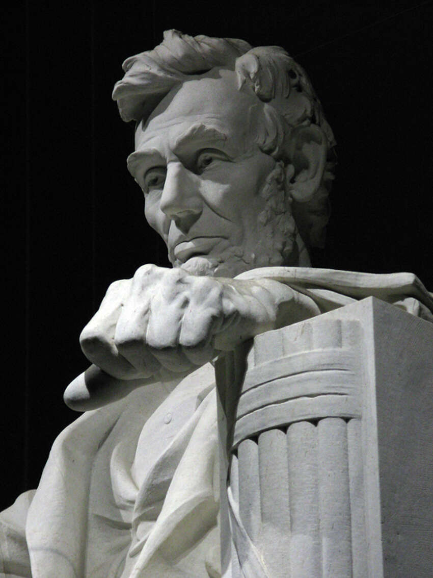 The Lincoln Memorial includes a strongly lit statue of the 16th president and inscriptions of the Gettysburg Address and Lincoln's second inaugural address. All national memorials and monuments are open 24 hours a day.