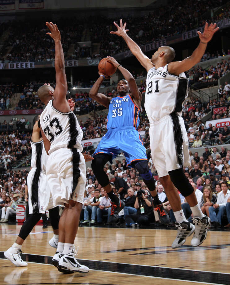 Oklahoma City Thunder's Kevin Durant (35) splits San Antonio Spurs' Boris Diaw (33) and San Antonio Spurs' Tim Duncan (21) during the second half of game one of the NBA Western Conference Finals in San Antonio, Texas, Sunday, May 27, 2012. Photo: Edward A. Ornelas, Express-News / © 2012 San Antonio Express-News