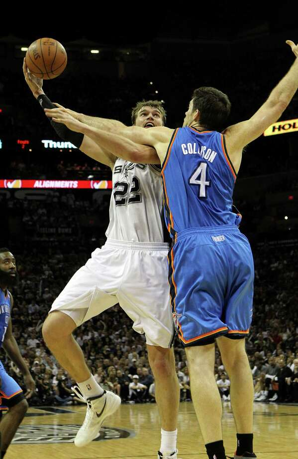 San Antonio Spurs' Tiago Splitter (22) shoots over Oklahoma City Thunder's Nick Collison (4) during the second half of game one of the NBA Western Conference Finals in San Antonio, Texas on Sunday, May 27, 2012. Photo: Kin Man Hui, Express-News / © 2012 San Antonio Express-News