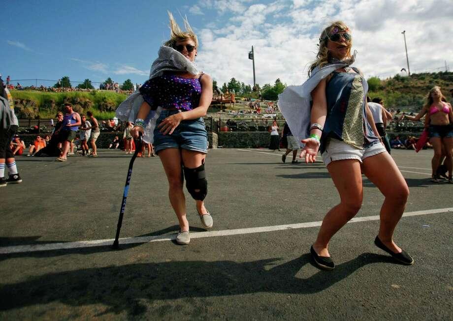 Concert attendees dance. Photo: SOFIA JARAMILLO / SEATTLEPI.COM