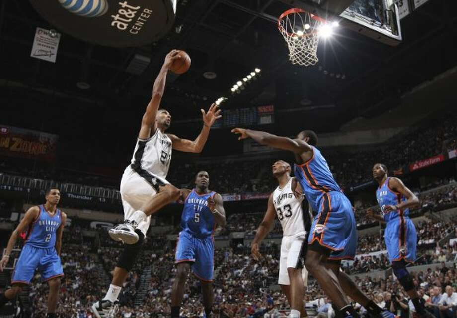 San Antonio Spurs' Tim Duncan (21) goes to the basket against the Oklahoma City Thunder during the first half of game one of the NBA Western Conference Finals in San Antonio, Texas, Sunday, May 27, 2012. (San Antonio Express-News)