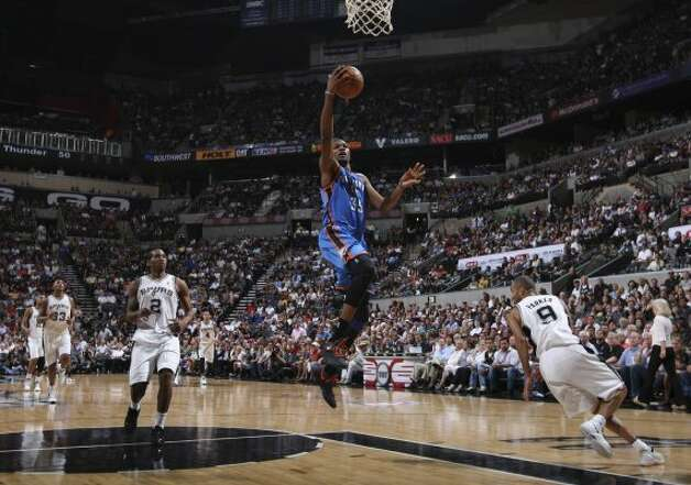 Oklahoma City Thunder's Kevin Durant (35) lays the ball in during the second half of game one of the NBA Western Conference Finals in San Antonio, Texas, Sunday, May 27, 2012. (San Antonio Express-News)