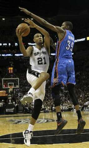 San Antonio Spurs' Tim Duncan (21) drives against Oklahoma City Thunder's Kevin Durant (35) during the second half of game one of the NBA Western Conference Finals in San Antonio, Texas on Sunday, May 27, 2012. (San Antonio Express-News)