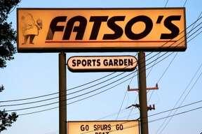 mySpy: Spurs fans at Fatso's (Xelina Flores-Chasnoff)