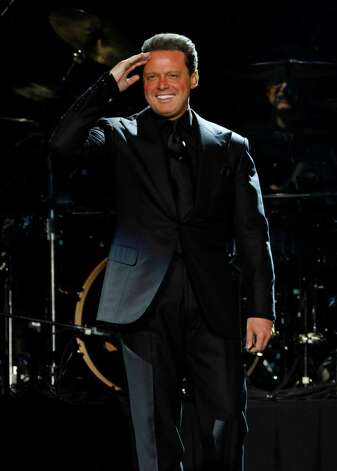 Mexican singer Luis Miguel performs in concert in Mexico City, Saturday Feb. 25, 2012. Photo: AP