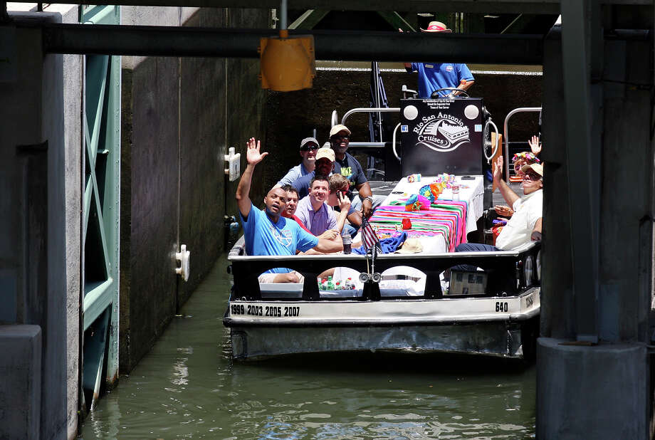 Charles Barkley (left) waves to fans while passing through the lock-and-dam on the Museum Reach section of the River Walk Monday May 28, 2012. Photo: Edward A. Ornelas, San Antonio Express-News / © 2012 San Antonio Express-News