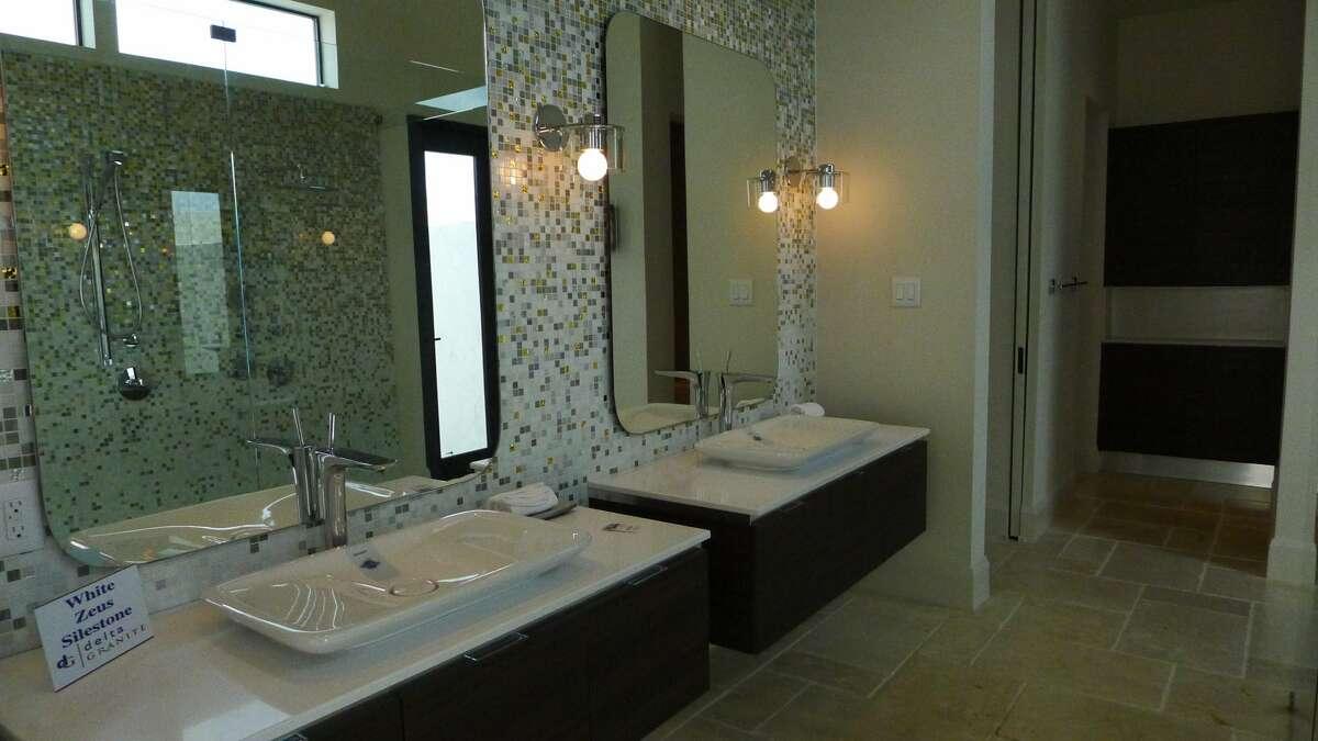 Elite Homes (Jennifer Hiller/San Antonio Express-News)