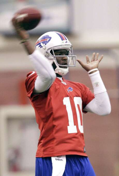 Former Longhorns QB Vince Young takes part in practice with his latest team, the Buffalo Bills. Photo: AP