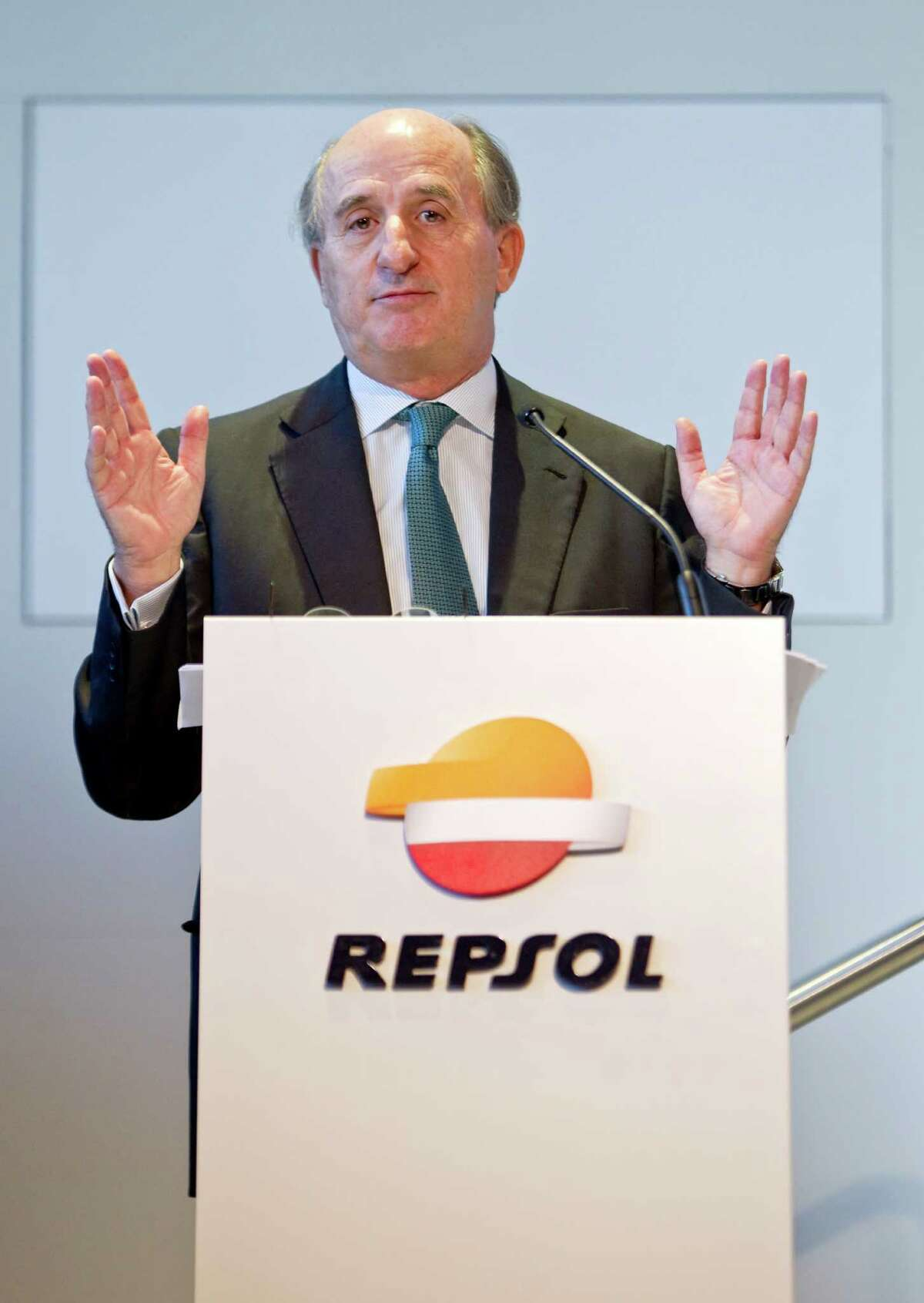 Repsol president Antonio Brufau gestures during a press conference in Madrid, Spain, Tuesday, May 29, 2012 to present the company's strategic future plans. (AP Photo/Alberto Di Lolli)