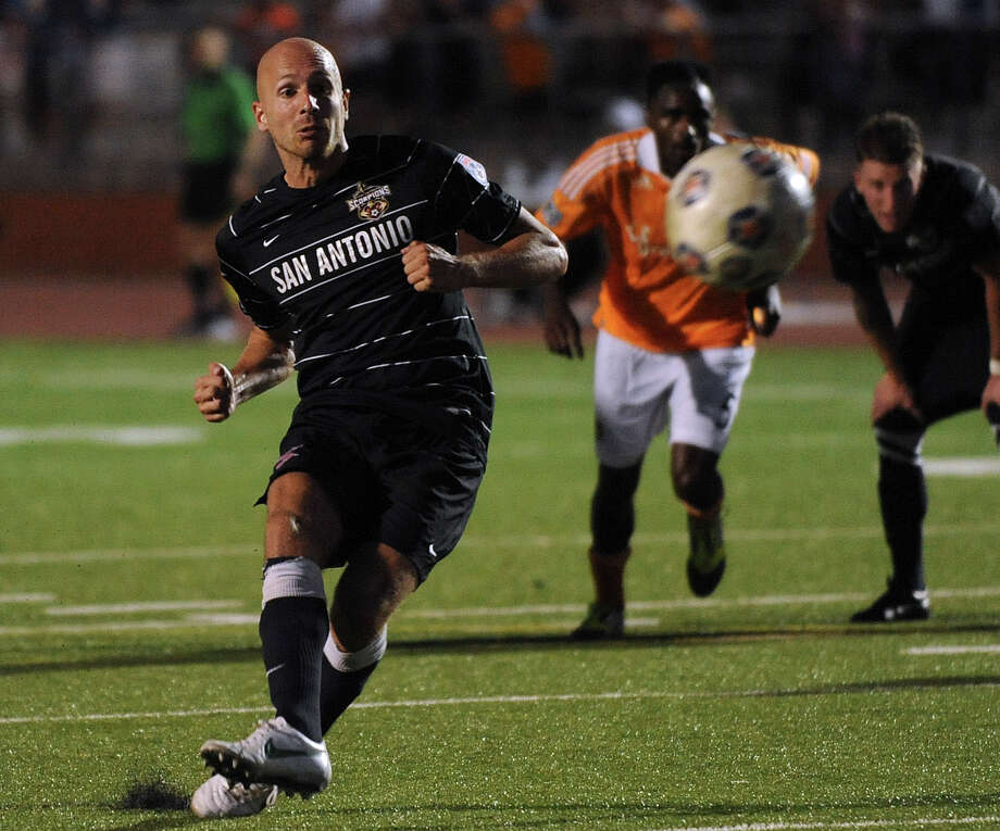 Hans Denissen of the San Antonio Scorpions scores on a successful free kick against the Houston Dynamo during U.S. Open Cup match action at Heroes Stadium on Tuesday, May 29, 2012. Photo: Billy Calzada, Billy Calzada / Express-News / © 2012 San Antonio Express-News