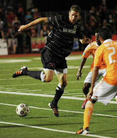 Aaron Pitchkolan of the San Antonio Scorpions controls the ball during U.S. Open Cup match action against the Houston Dynamo at Heroes Stadium on Tuesday, May 29, 2012. Photo: Billy Calzada, Billy Calzada / Express-News / © 2012 San Antonio Express-News