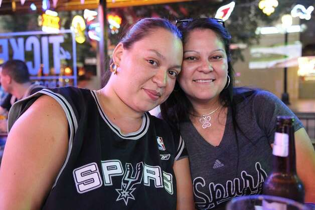 San Antonio fans at the Ticket watching the Spurs take on the OKC Thunder Tuesday night. (Xelina Flores-Chasnoff)