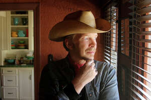 image of musician Dave Alvin