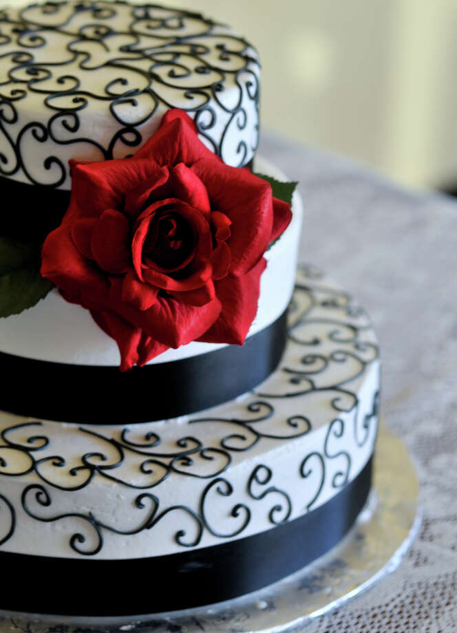 SLUG: Wedding cake illustration-Photo Request 57536-May 29, 2012-San ntonio, Texas--- A cake from Sweet Designs Cake Shop. Photo: Robin Jerstad, Robin Jerstad/For The Express-News