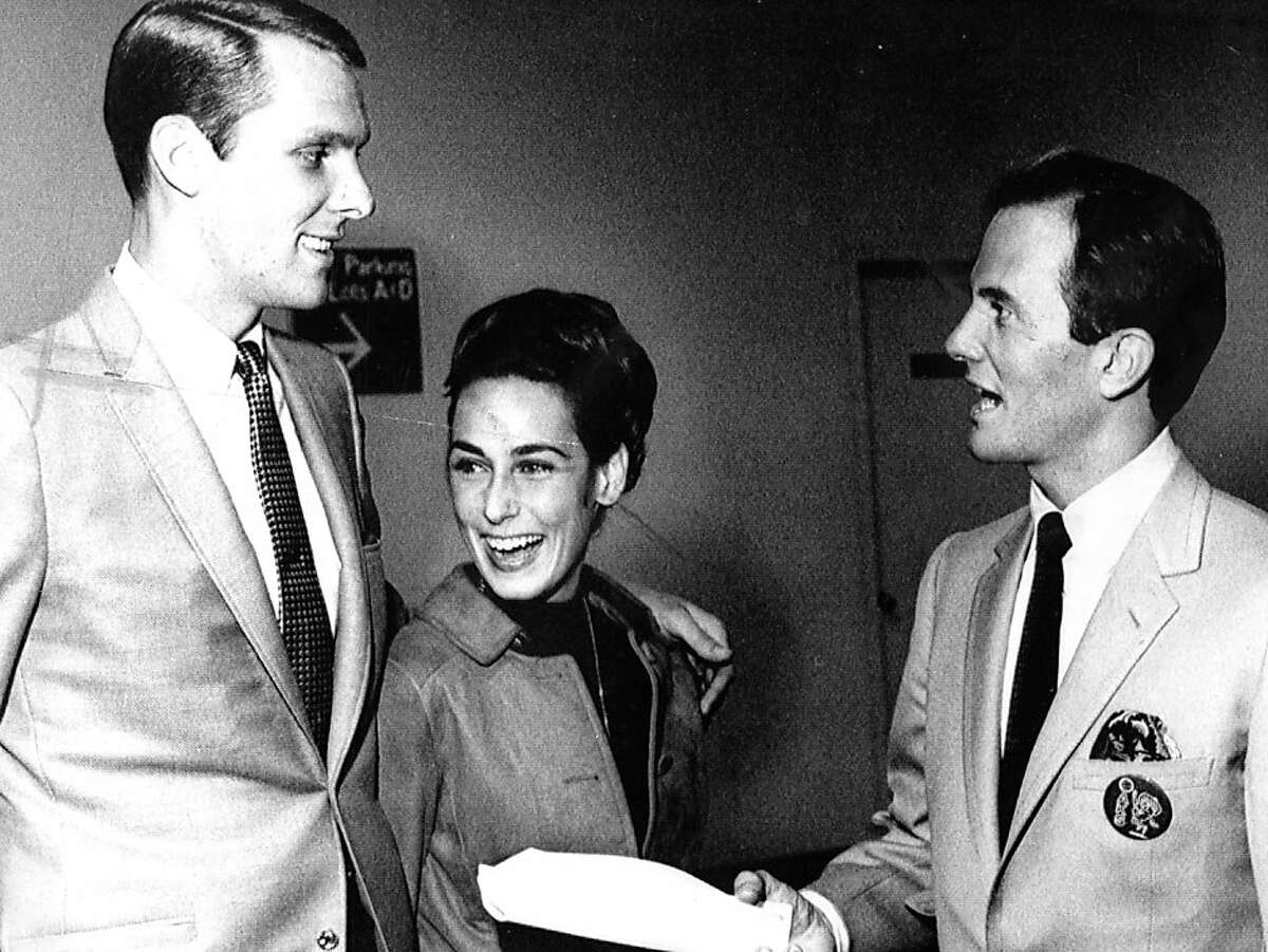 Rick Barry meets with Oakland Oaks owner Pat Boone on Oct. 13, 1967. Amid a string of court battles with the Warriors over his rights, Barry played just 35 games in two seasons with the Oaks.