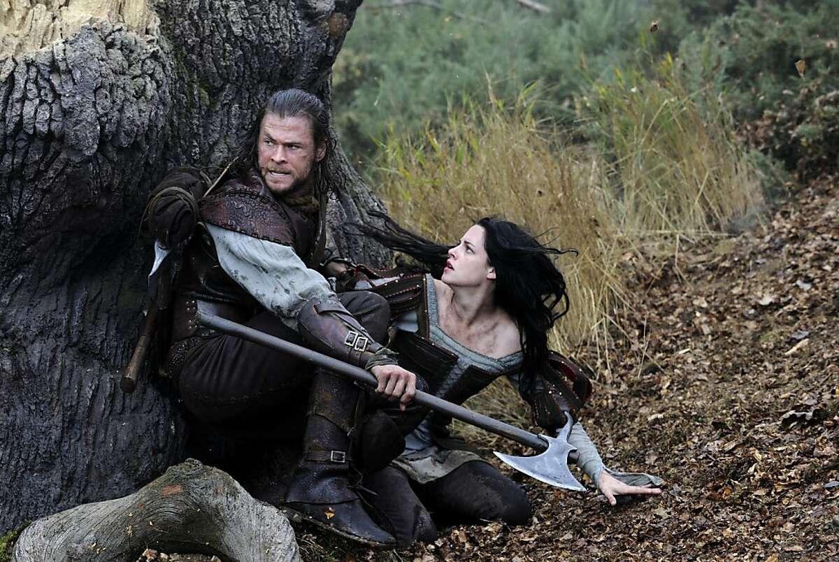 The Huntsman (CHRIS HEMSWORTH) and Snow White (KRISTEN STEWART) in the epic action-adventure