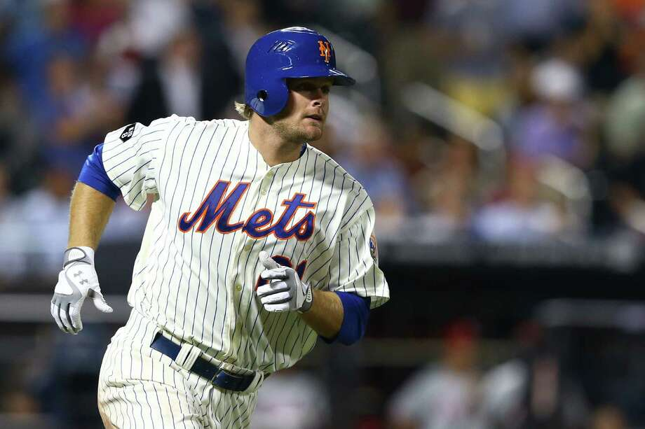 NEW YORK, NY - MAY 30:  Lucas Duda #21 of the New York Mets hits a two run home run against Cliff Lee #33 of the Philadelphia Phillies during their game on May 30, 2012 at Citi Field in the Flushing neighborhood of the Queens borough of New York City.  (Photo by Al Bello/Getty Images) Photo: Al Bello