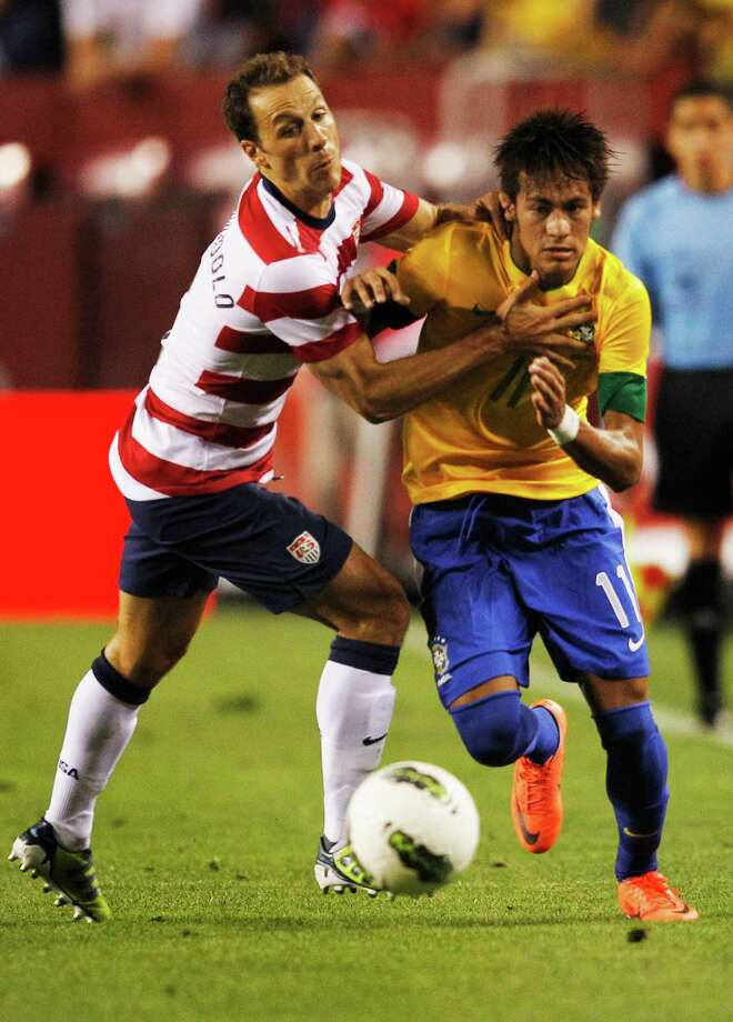LANDOVER, MD - MAY 30: Neymar #11 of Brazil and of Steve Cherundolo #6 of USA go after the ball during an International friendly game at FedExField on May 30, 2012 in Landover, Maryland. Photo: Rob Carr, Getty Images / 2012 Getty Images