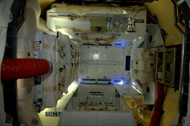 NASA chooses Boeing, SpaceX to carry astronauts into space ...