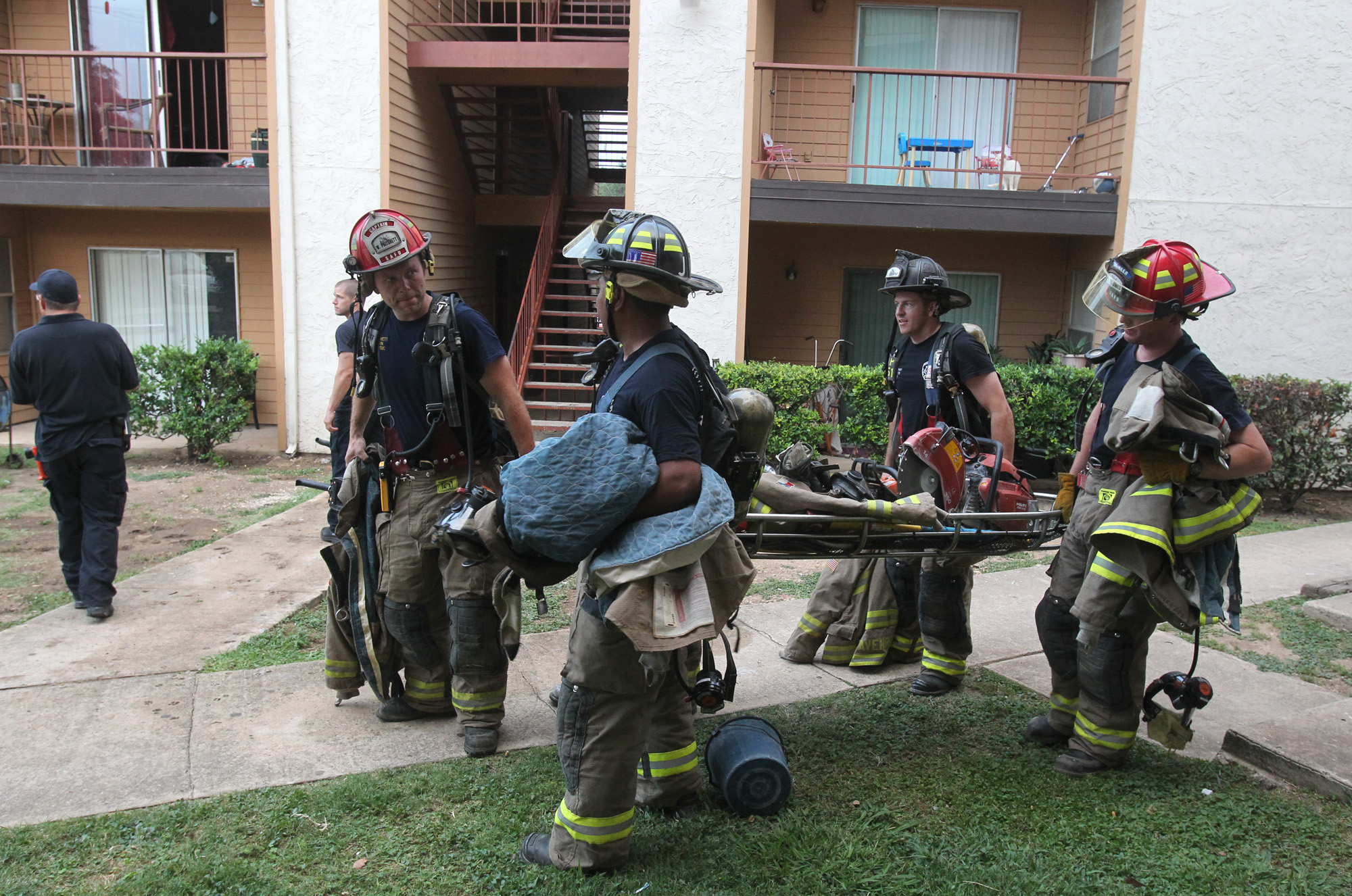 Two families are displaced by fire at apartments San Antonio