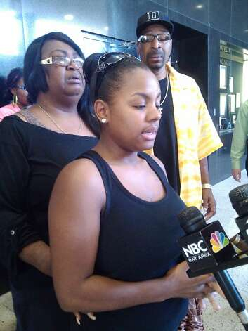"Sireena Kidd, front, wife of slain Hayward resident Ronald ""Ronnie Kidd,"" with his mother, Evelyn Coleman, at an Oakland news conference May 31, 2012. Photo: Henry K. Lee"
