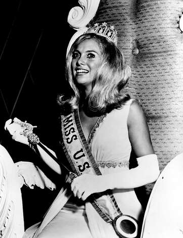 Minutes after becoming Miss USA 1969, Wendy Dascomb sits for some photos. The 19-year-old Dascomb won as the delegate from Virginia. Photo: Miss Universe L.P., LLLP